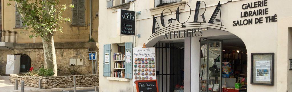 Un lieu unique en Provence : une galerie, une librairie et un salon de thé